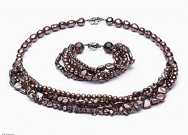 Komplet - naszyjnik i bransoleta - wykonany z brązowych pereł różnego kształtu, zapięcie srebrne rodowane